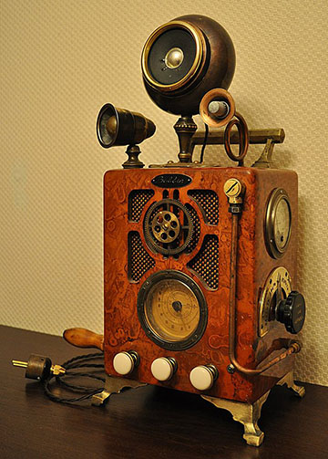 an old-fashioned looking radio with many dials and gears on it